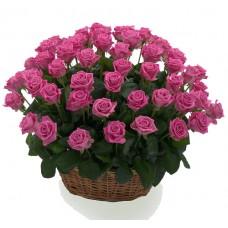 Корзина из розовых роз